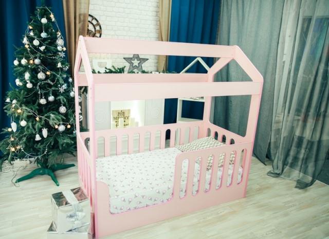 Кровать-домик с верхом
